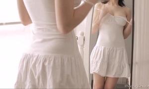 eighteen virgin sex - eighteen year old housewife