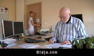 Old boss evaluates his youthful secretary with fuck